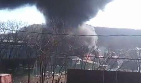 Во Владивостоке горит склад стройматериалов на Выселковой. ФОТО, ВИДЕО